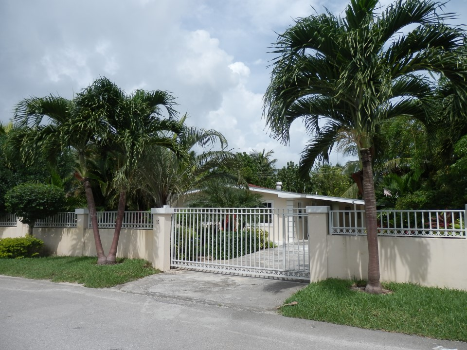/listing-sea-breeze-home-10539.html from Coldwell Banker Bahamas Real Estate