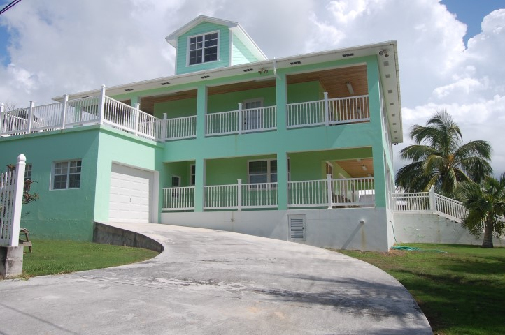 /listing-spanish-wells-home-with-dock-14414.html from Coldwell Banker Bahamas Real Estate