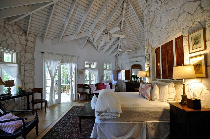 Beachfront Home For Sale in Kamalame Cay, Bahamas