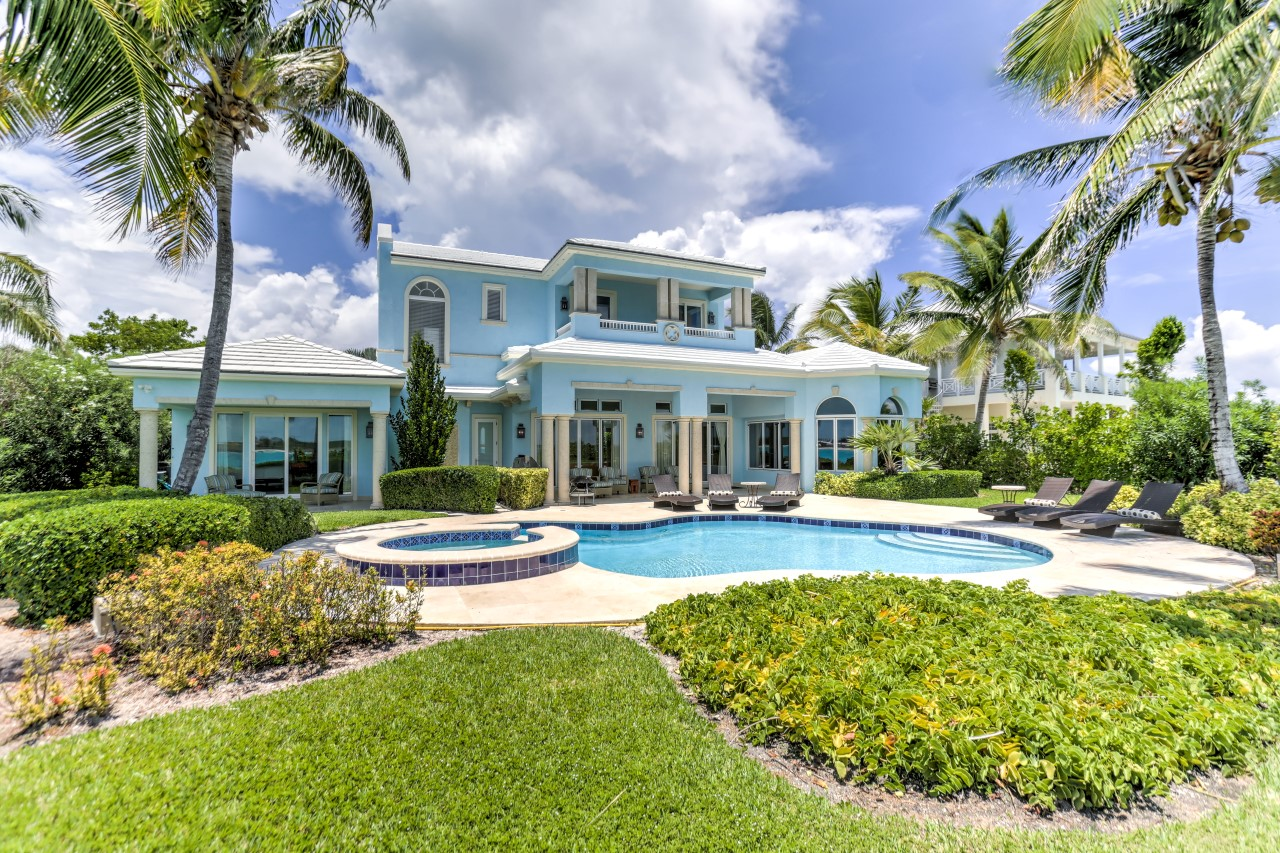 Bahamas real estate homes condos property and vacation for Beach houses for rent in bahamas