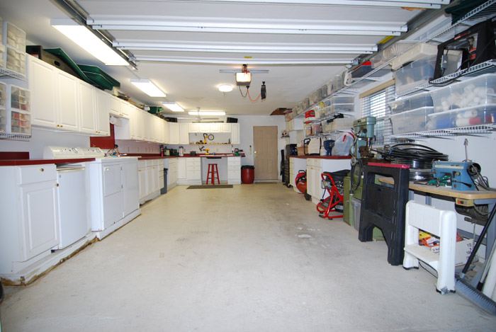 Spacious garage and workshop