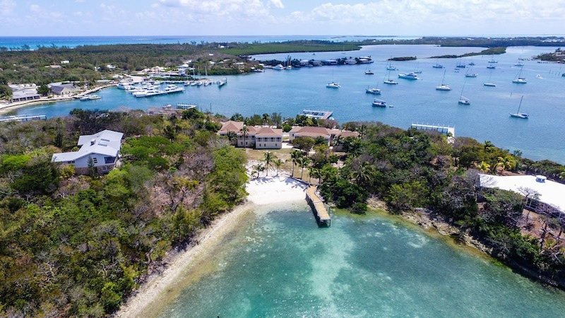 House for sale with a dock in Green Turtle Cay