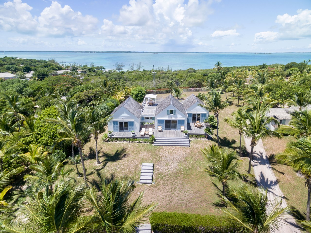Beachfront Home For Sale in Harbour Island, Bahamas
