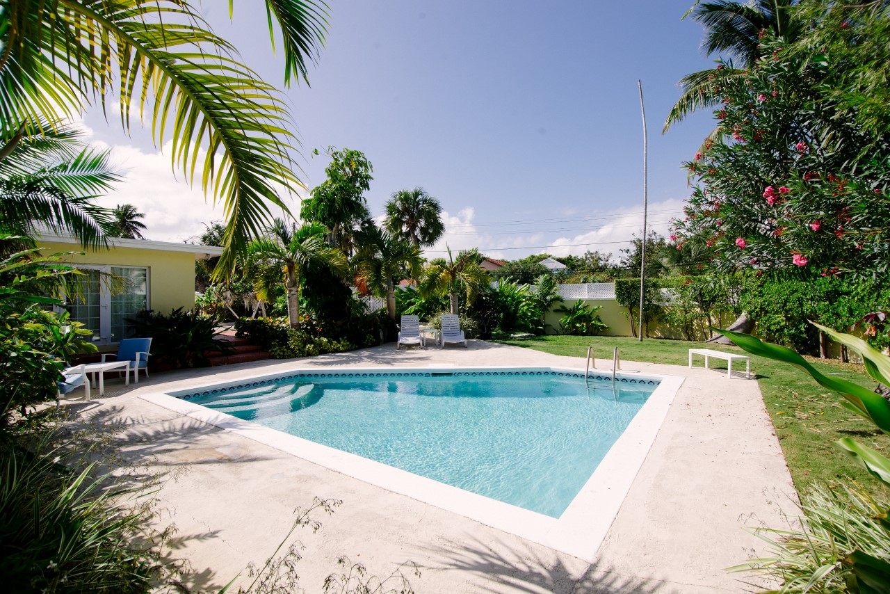 Single Family Home with a pool in Nassau, Bahmas