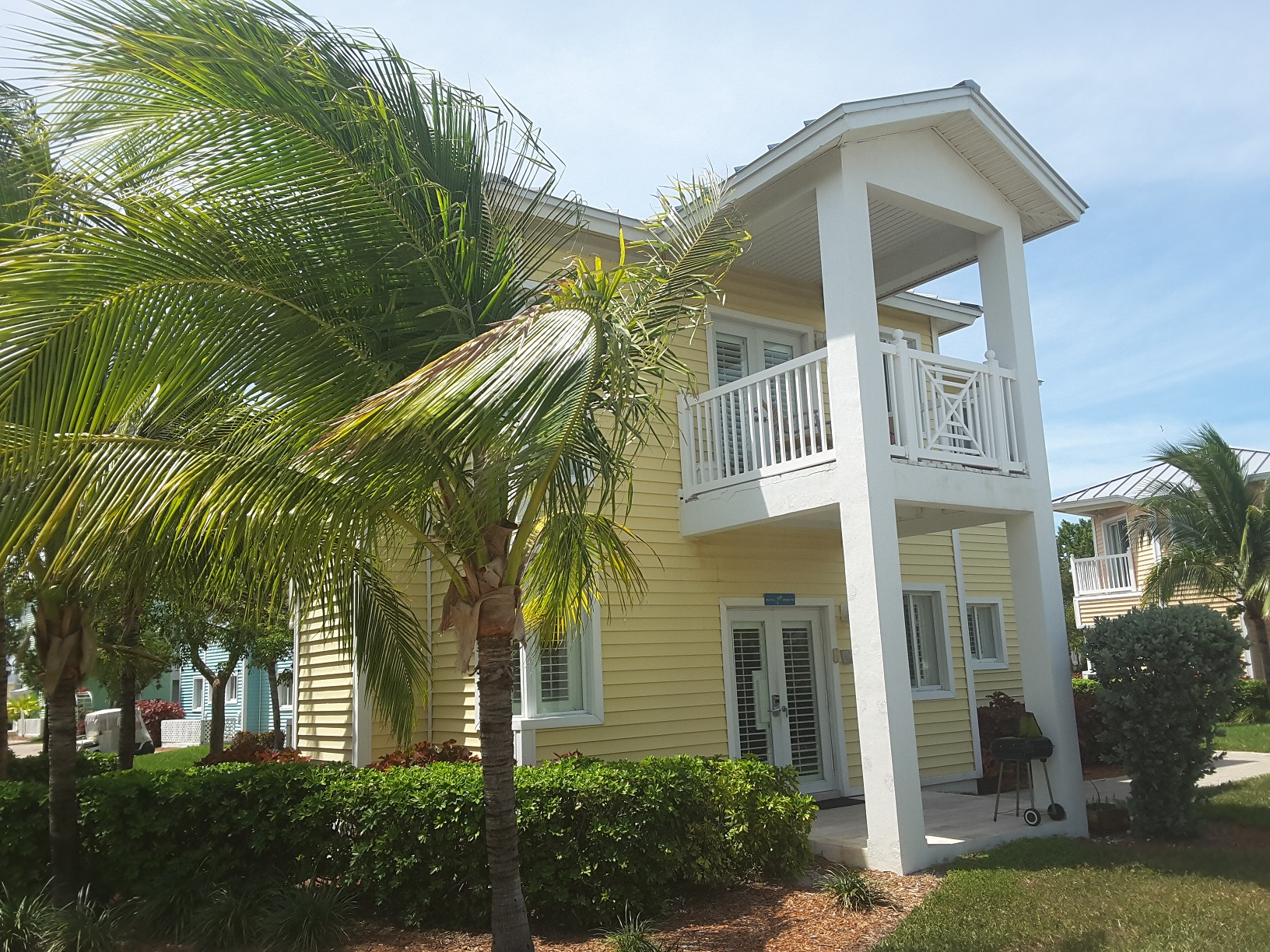 /listing-one-bedroom-treehouse-condo-1-br-2-ba-32700-25640.html from Coldwell Banker Bahamas Real Estate