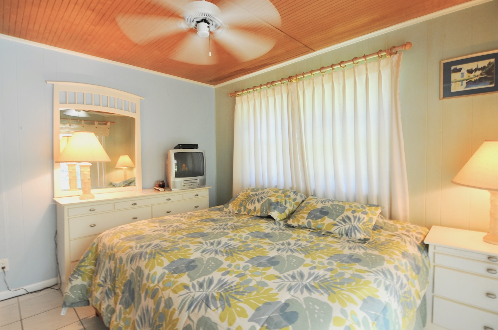 home for sale in man-o-war cay abaco bahamas with master suite