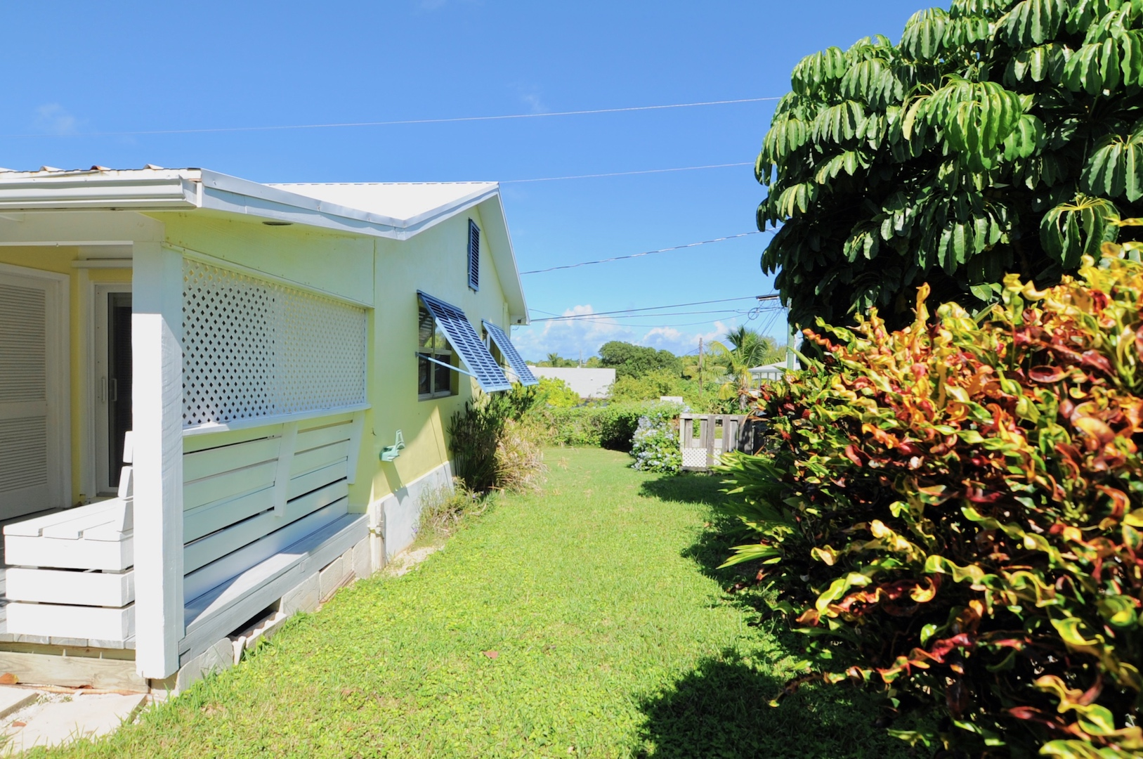 Home for sale in Man-O-War Cay Abaco Bahamas just minutes from the beach