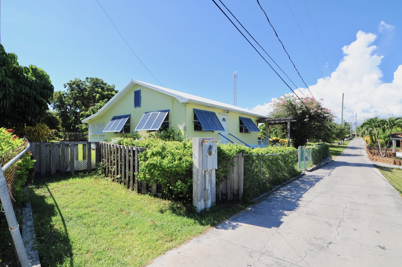 Home for sale in Man-O-War Cay Abaco Bahamas near marinas restaurants and the beach