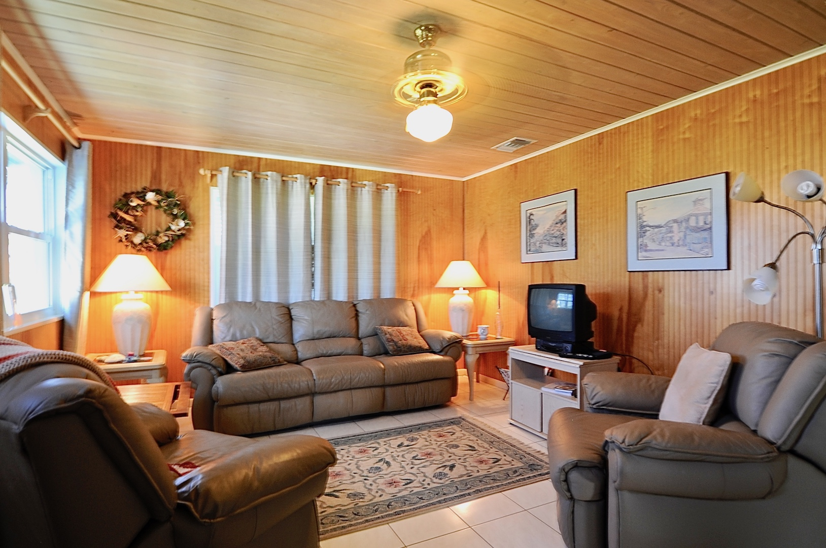 cozy home for sale in man-o-war cay abaco bahamas