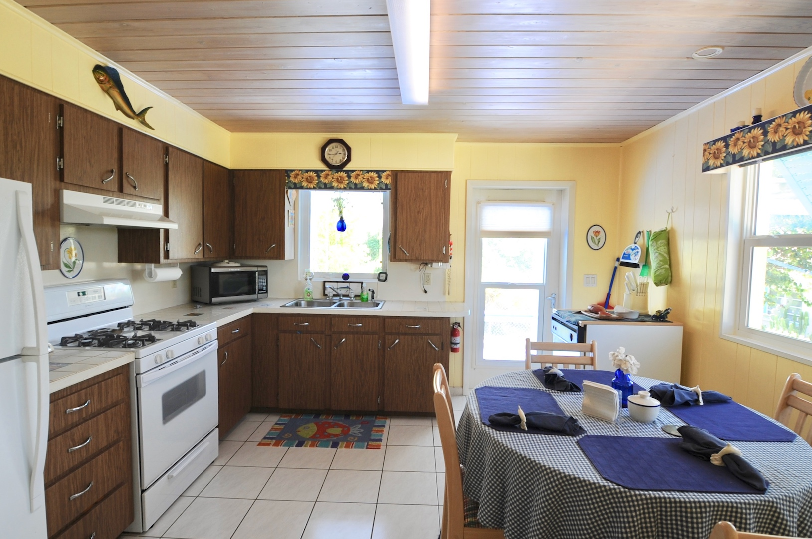 Home for sale in Man-o-war cay Abaco Bahamas with ceramic tile floors