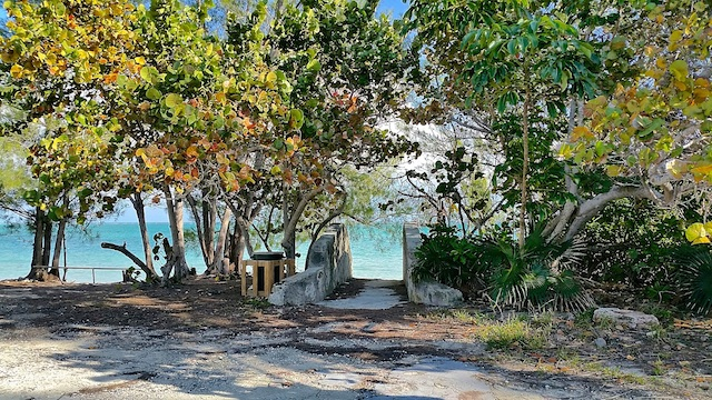 Lot for sale in Bahama Palm Shores just 5 minutes from the 8 mile beach and 25 minutes from town