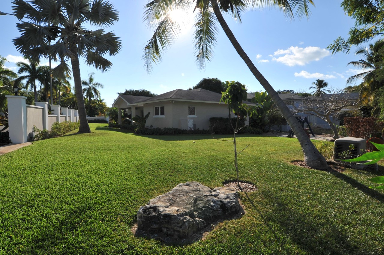 Home on cue-de-sac for sale in Nassau