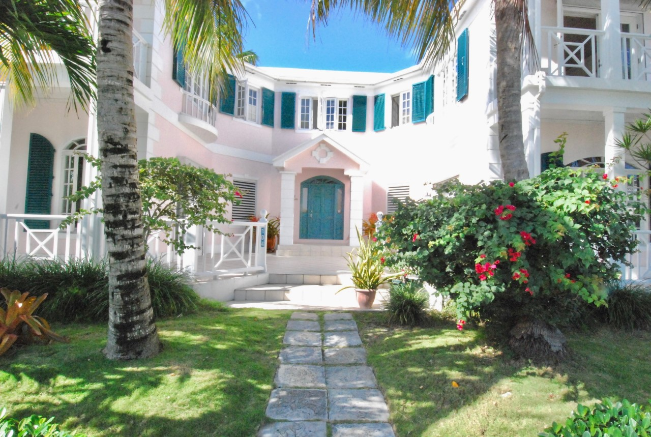 /listing-sandyport-drive-27999.html from Coldwell Banker Bahamas Real Estate