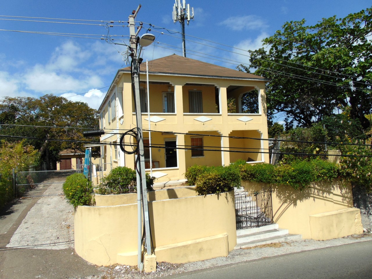 /listing-fox-hill-road-29361.html from Coldwell Banker Bahamas Real Estate