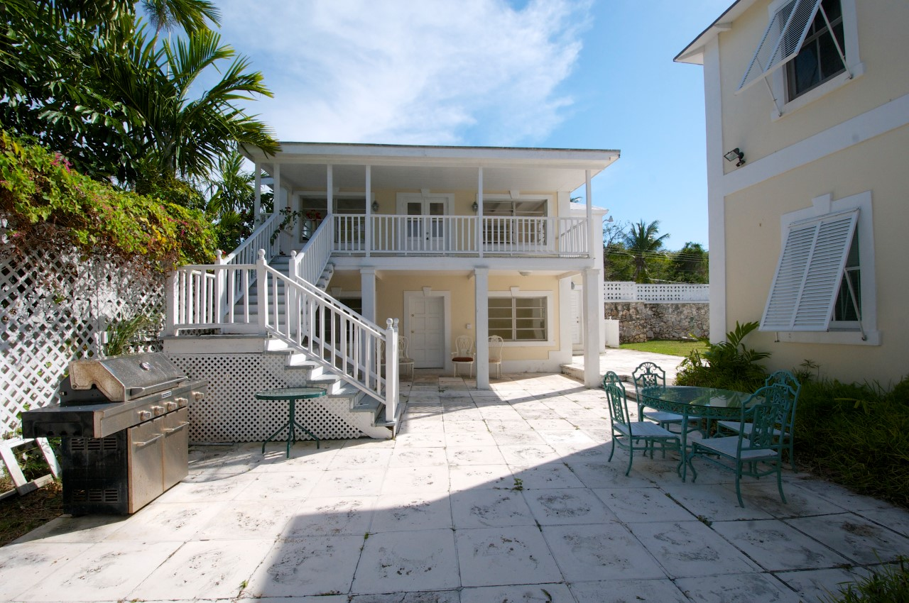 Waterfront Home With Guest Cottage in Nassau