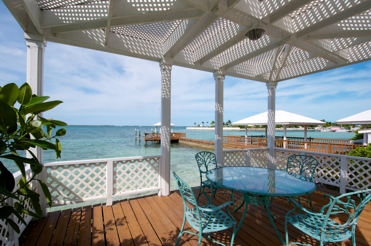 Waterfront Home in Nassau, Bahamas For Sale