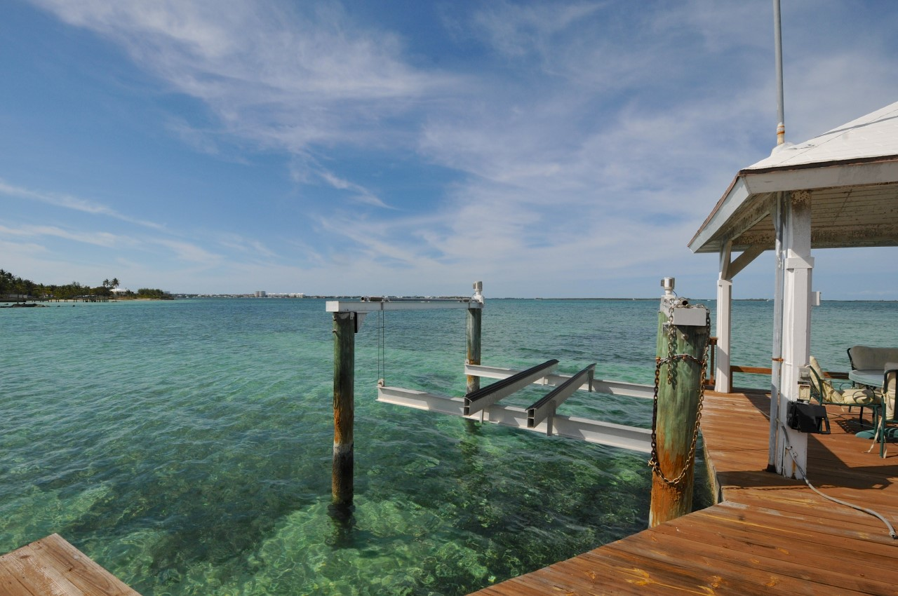 Home with Dock For Sale in Nassau