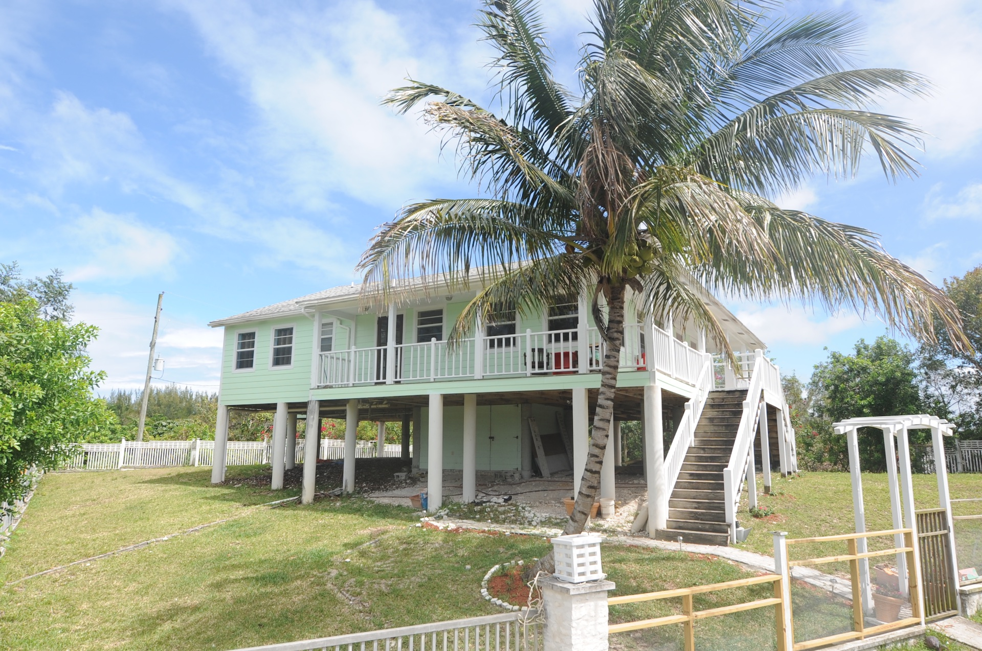 /listing-single-family-hilltop-home-30143.html from Coldwell Banker Bahamas Real Estate