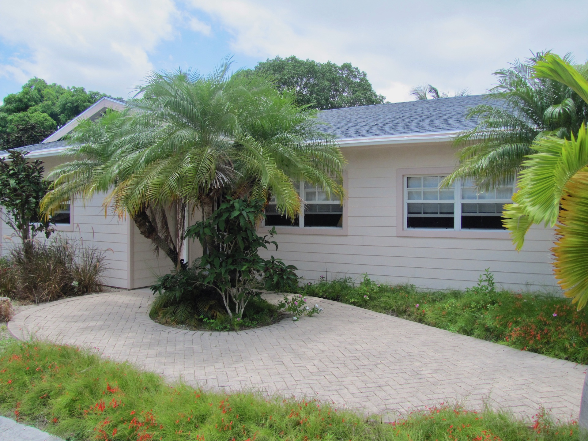 /listing-single-family-bahamian-style-home-30343.html from Coldwell Banker Bahamas Real Estate