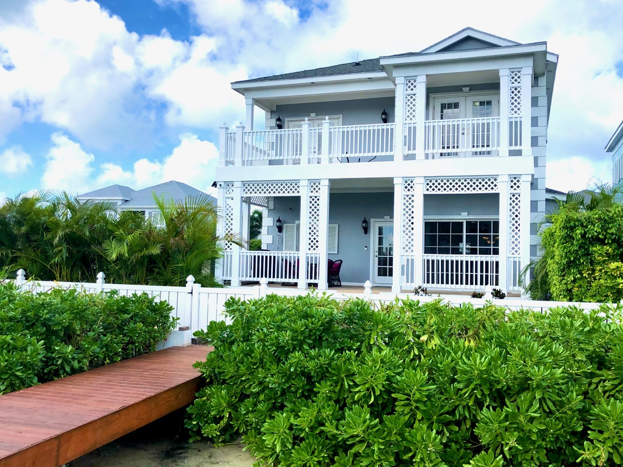 /listing-sandyport-home-for-sale-31595.html from Coldwell Banker Bahamas Real Estate