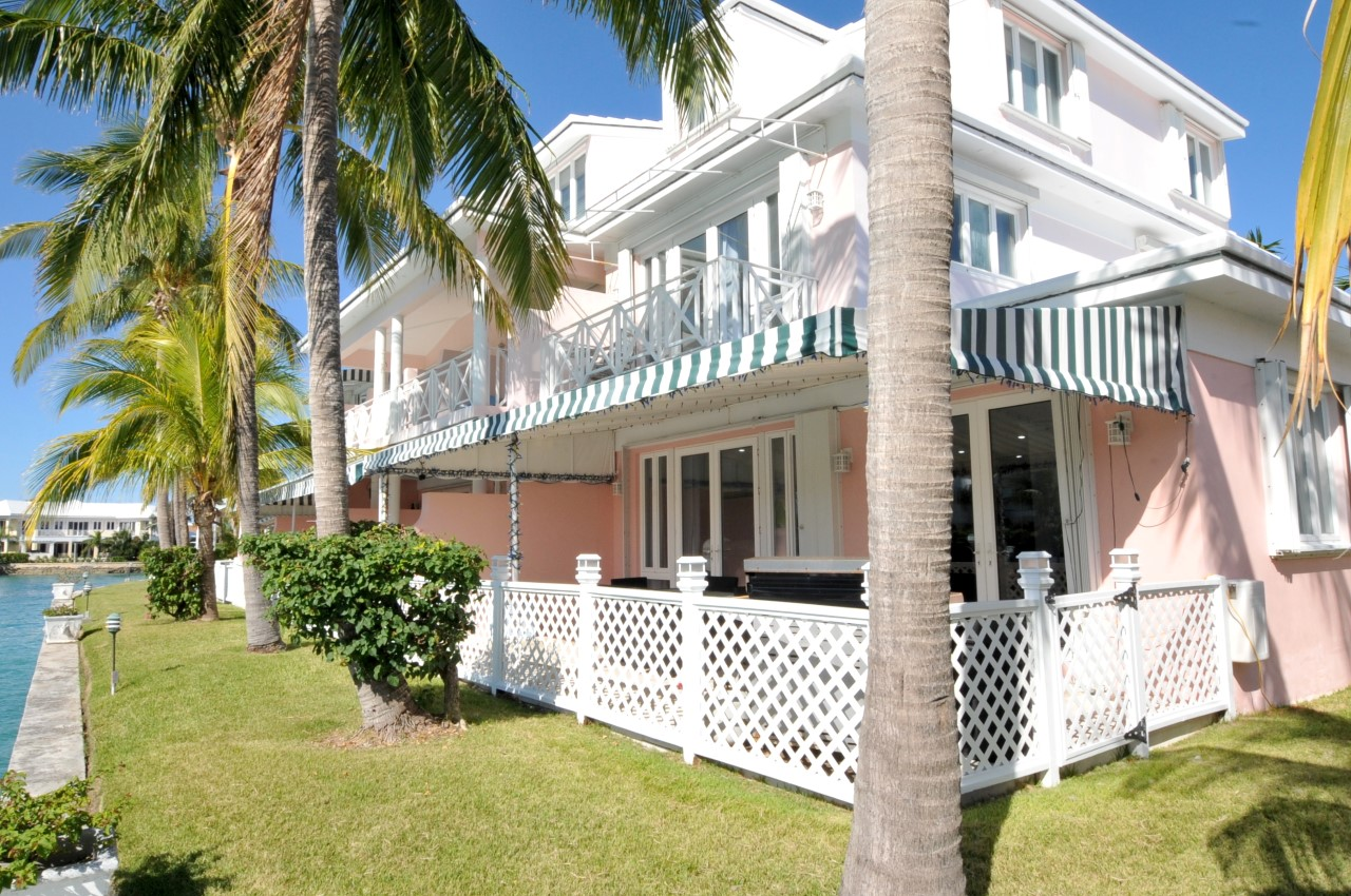 Seapointe beachfront townhouse