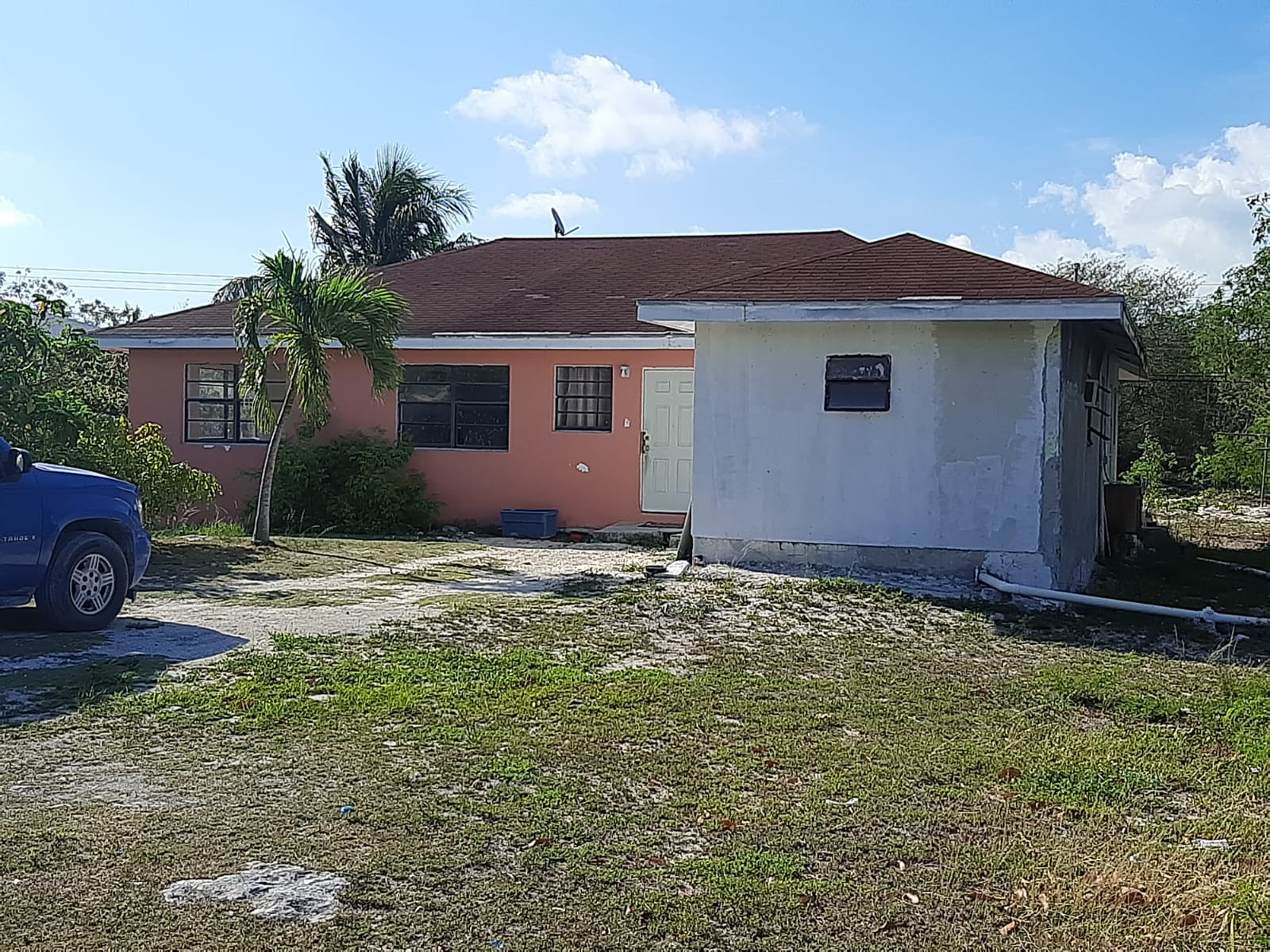 /listing-fixer-upper-on-mail-blvd-road-38071.html from Coldwell Banker Bahamas Real Estate