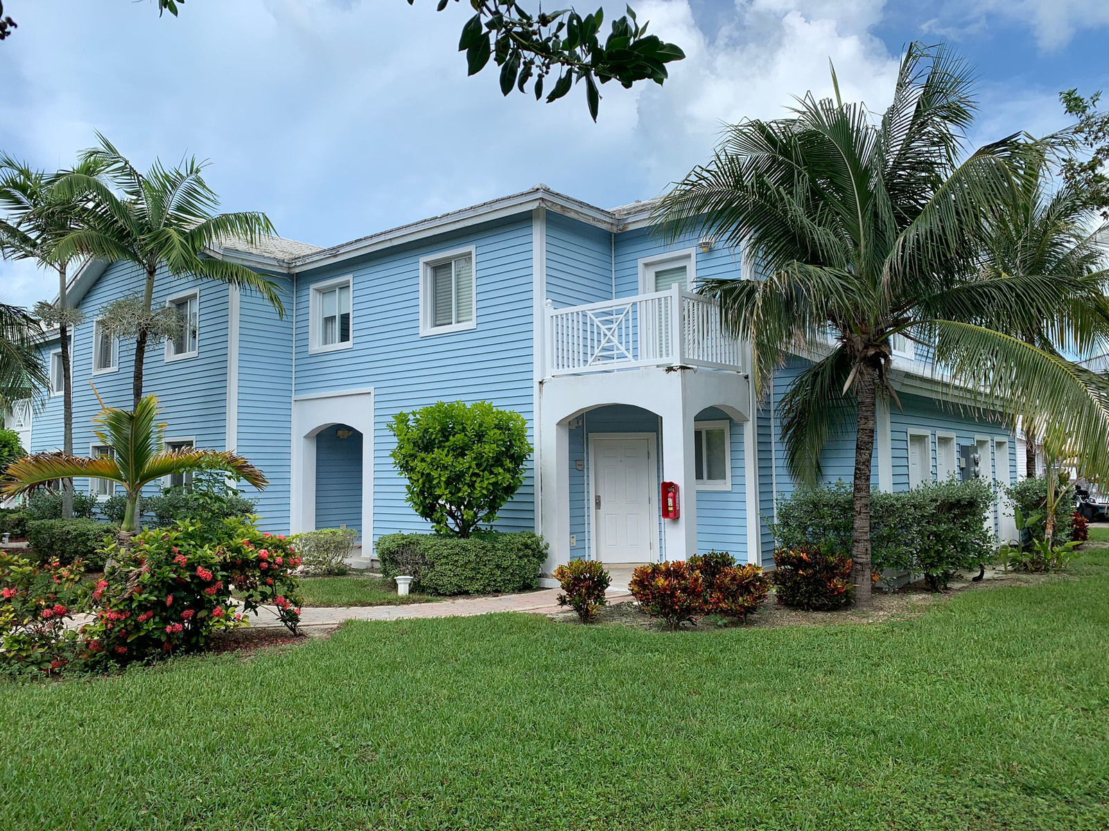 /listing-bimini-townhouse-with-40ft-dock-for-sale-38470.html from Coldwell Banker Bahamas Real Estate