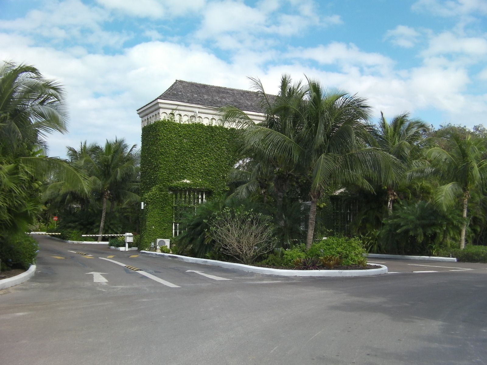 Canal front lot in Old Fort Bay