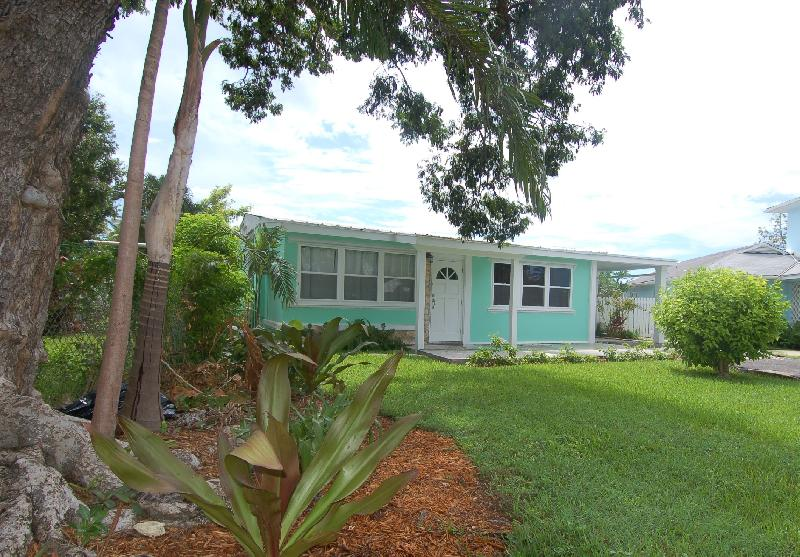 /listing-cottage-for-sale-or-rent-887.html from Coldwell Banker Bahamas Real Estate