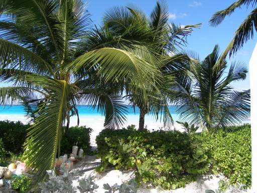 /listing-single-family-home-in-governors-harbour-27730.html from Coldwell Banker Bahamas Real Estate