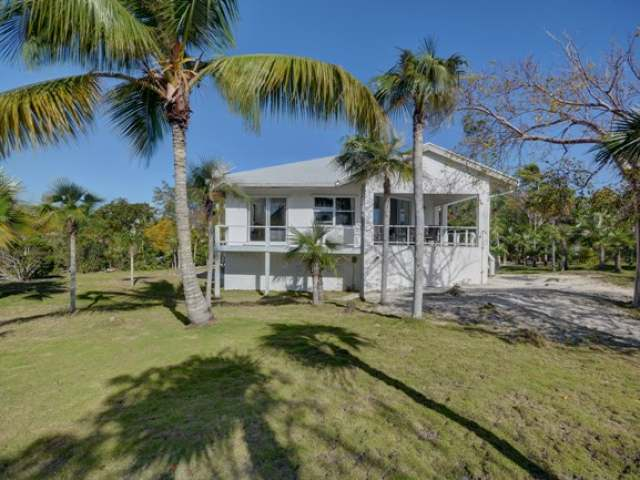 /listing-single-family-home-in-windermere-island-30604.html from Coldwell Banker Bahamas Real Estate