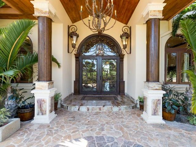 /listing-single-family-home-in-paradise-island-15992.html from Coldwell Banker Bahamas Real Estate