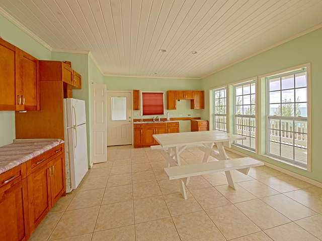 /listing-single-family-home-in-savannah-sound-26065.html from Coldwell Banker Bahamas Real Estate