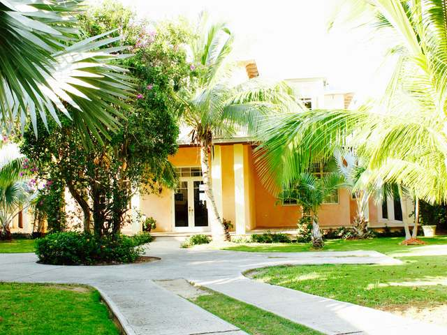 /listing-single-family-home-in-harbour-island-19815.html from Coldwell Banker Bahamas Real Estate