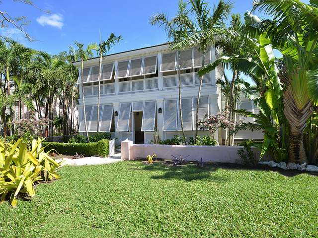 /listing-single-family-home-in-old-fort-bay-20049.html from Coldwell Banker Bahamas Real Estate