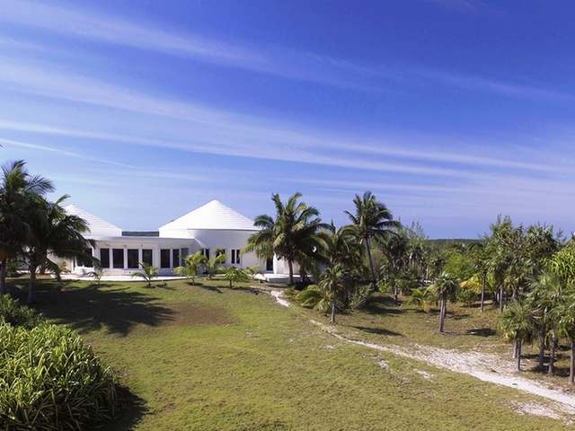 /listing-single-family-home-in-savannah-sound-25458.html from Coldwell Banker Bahamas Real Estate