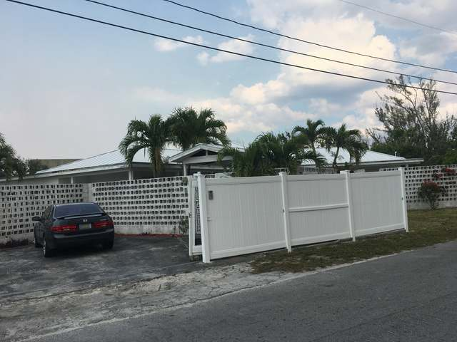 /listing-single-family-home-in-lucaya-22733.html from Coldwell Banker Bahamas Real Estate
