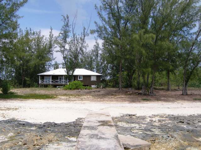 /listing-single-family-home-in-tarpum-bay-26299.html from Coldwell Banker Bahamas Real Estate