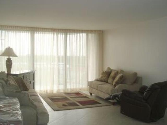 /listing-condo-in-lucaya-29694.html from Coldwell Banker Bahamas Real Estate