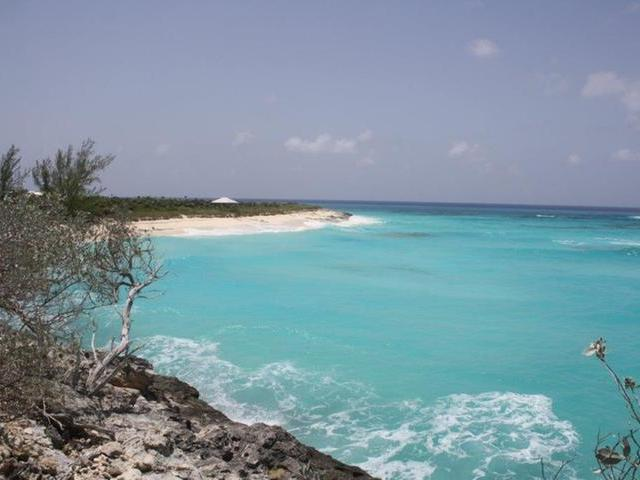 /listing-lots-acreage-in-sugar-loaf-22115.html from Coldwell Banker Bahamas Real Estate