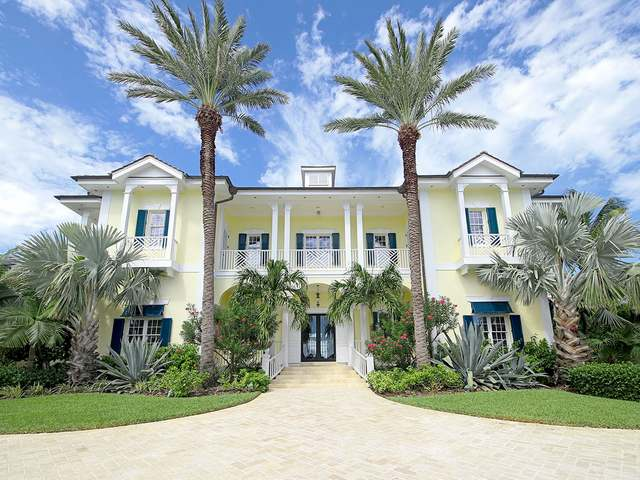 /listing-single-family-home-in-paradise-island-22779.html from Coldwell Banker Bahamas Real Estate