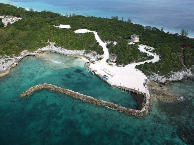 /listing-single-family-home-in-rose-island-23079.html from Coldwell Banker Bahamas Real Estate