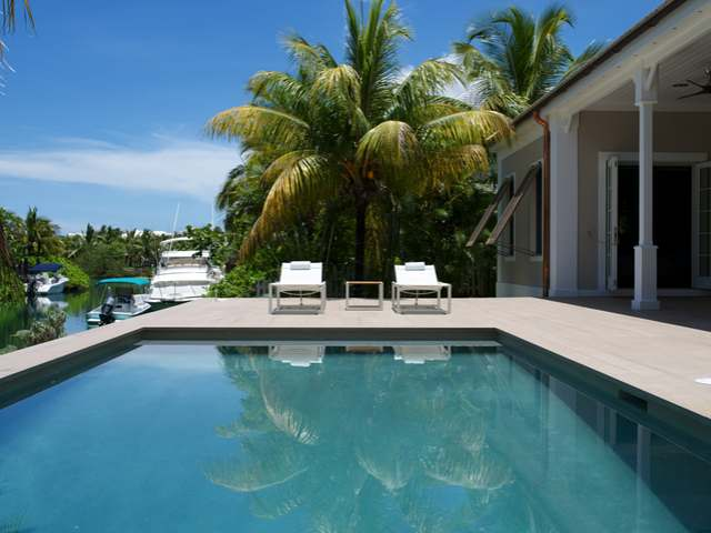 /listing-single-family-home-in-old-fort-bay-23448.html from Coldwell Banker Bahamas Real Estate