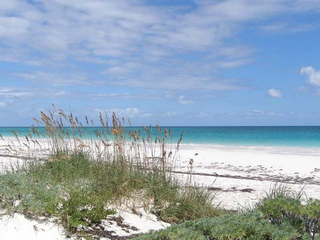 /listing-lots-acreage-in-windermere-island-23503.html from Coldwell Banker Bahamas Real Estate