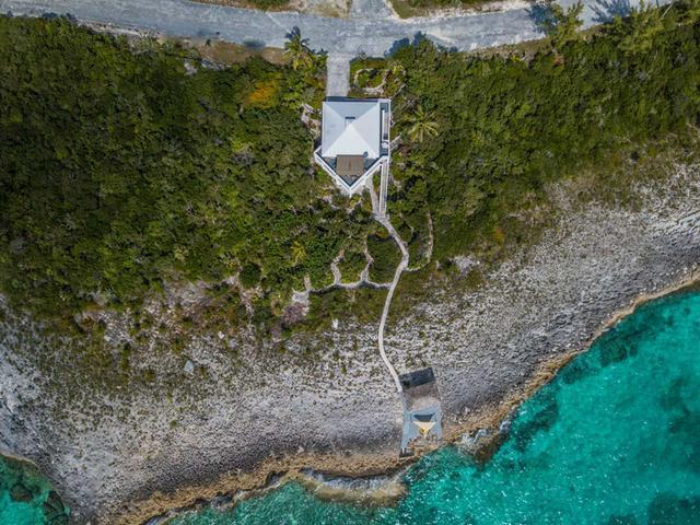 /listing-single-family-home-in-rainbow-bay-23988.html from Coldwell Banker Bahamas Real Estate
