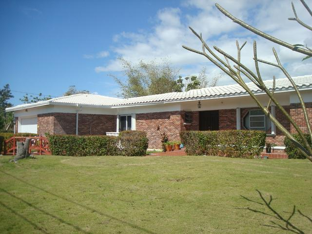 /listing-single-family-home-in-lucaya-24004.html from Coldwell Banker Bahamas Real Estate