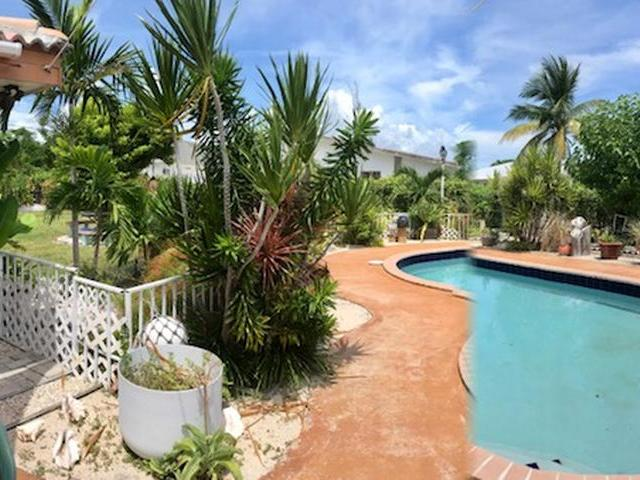 /listing-single-family-home-in-lucaya-33283.html from Coldwell Banker Bahamas Real Estate