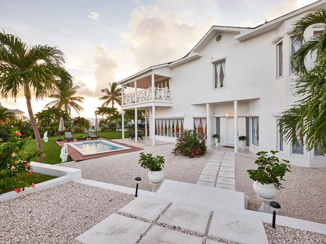/listing-single-family-home-in-paradise-island-26876.html from Coldwell Banker Bahamas Real Estate