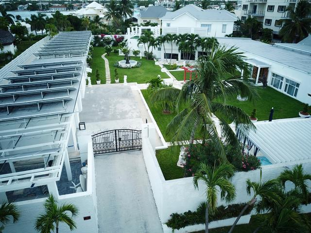 /listing-single-family-home-in-paradise-island-26877.html from Coldwell Banker Bahamas Real Estate