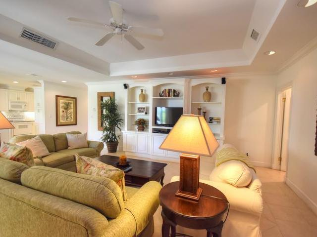 /listing-condo-in-paradise-island-28796.html from Coldwell Banker Bahamas Real Estate